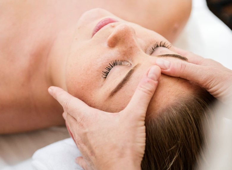 http://nimbusmassage.com/wp-content/uploads/2017/06/face-massage-2.jpg